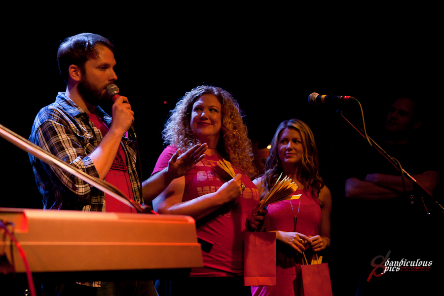 Oso Benefit Live at Tractor Tavern (Photo by Dan Rogers)