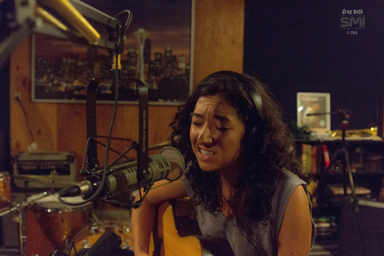 Olivia De La Cruz live on SMI Radio (Photo by Greg Roth)