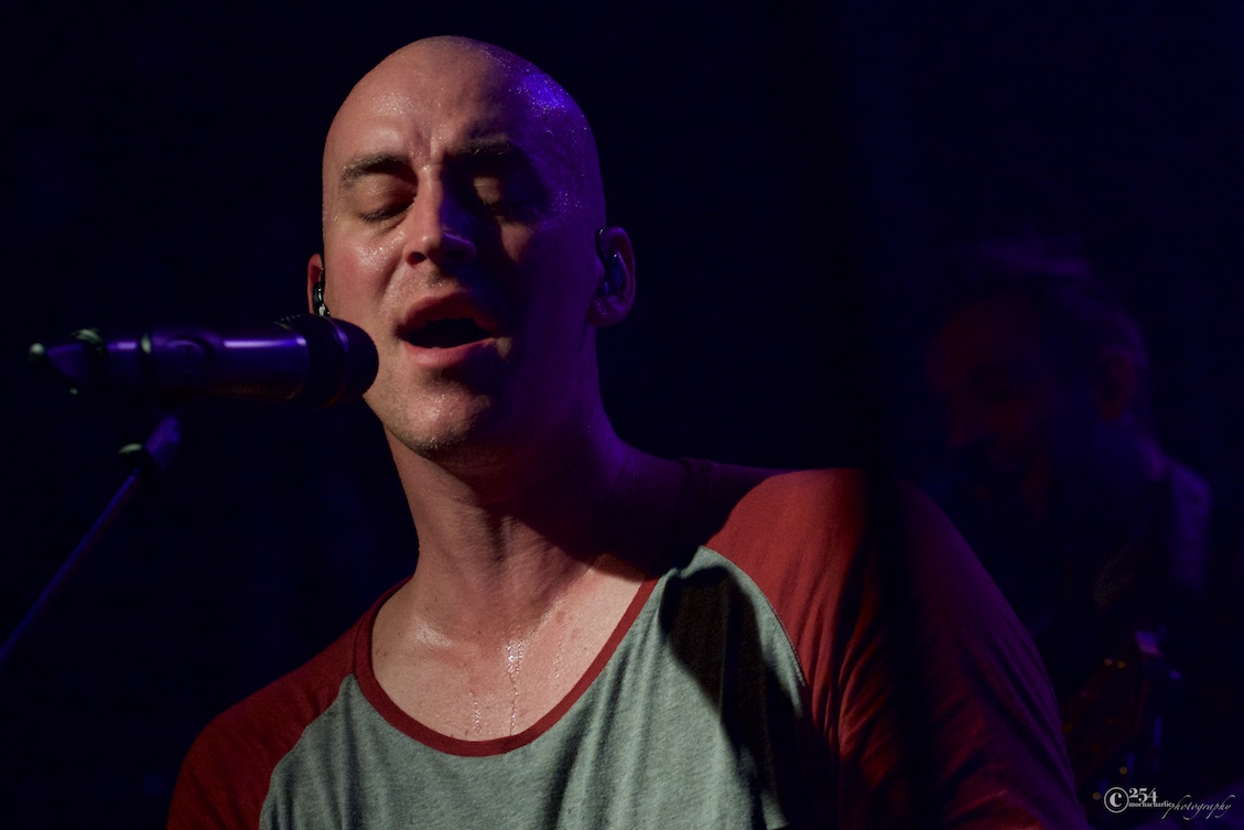 Tyrone Wells at Neumos (Photo by Mocha Charlie)