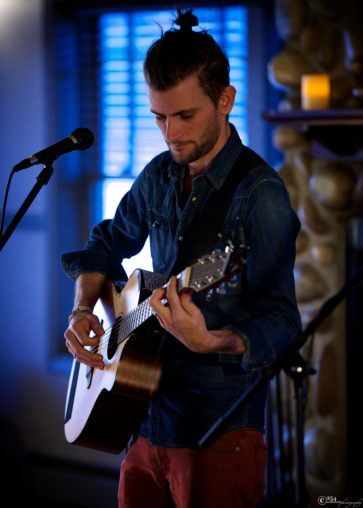 Levi Weaver at Seattle Living Room Shows (Photo by Mocha Charlie)