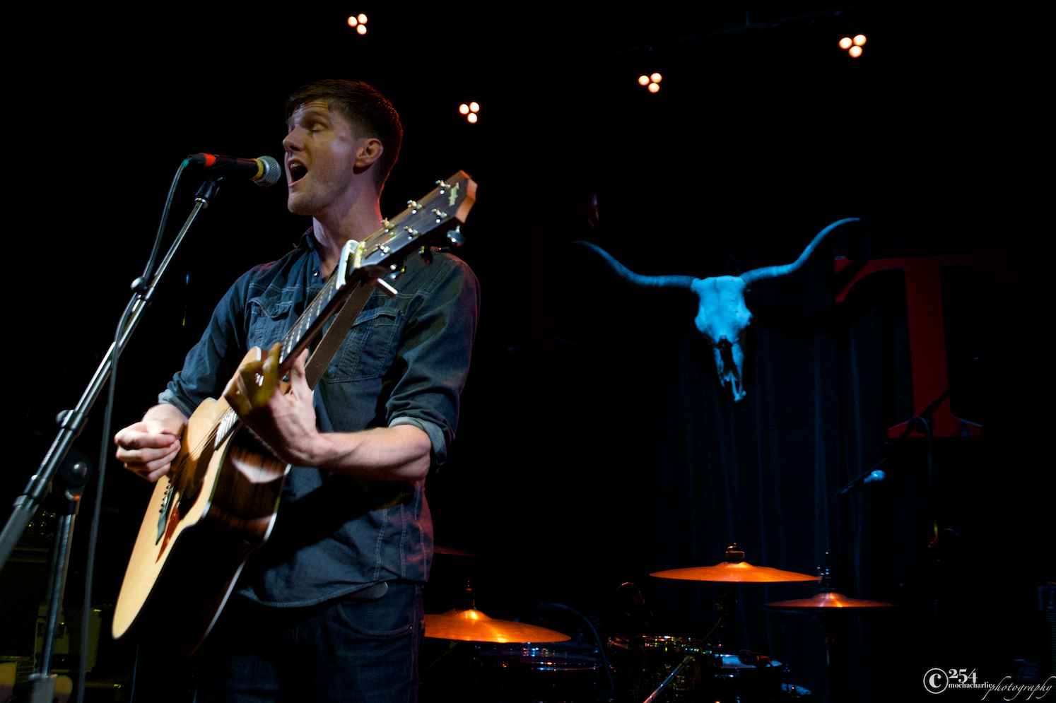Tommy Simmons at The Tractor Tavern (Photo by Mocha Charlie)